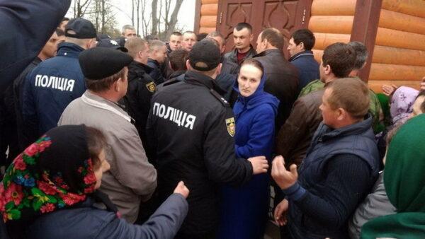 У селі Поліське відбулося захоплення храму — настоятеля з інсультом відвезли в лікарню (+відео, оновлено)